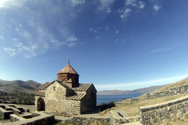 mosteiro-armenia-sevan